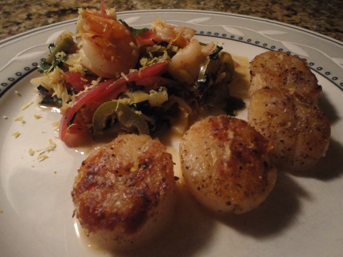 "Seared scallops with spicy zucchini ""noodles"" and shrimp... plus wine pairings"