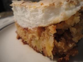 Pineapple almond cake with almondmeringue