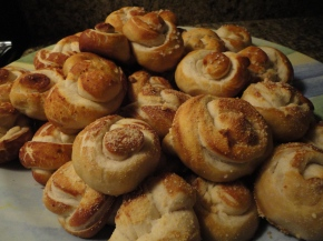 Homemade Pretzel Knots… perfect for aparty!
